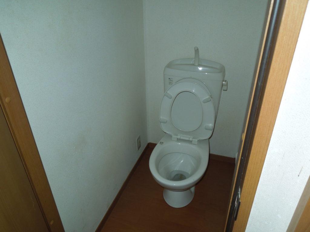 逗子のゴミだらけのトイレをきれいにした写真
